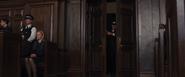 Silva entrant dans la pièce