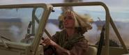 Kara dans la jeep