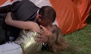 Pussy et Bond faisant l'amour