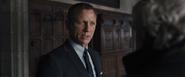 James Bond poursuivi