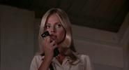 Mary et la prise de contact de Bond