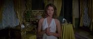 Holly lorsque Bond découvre qu'elle travaille pour la CIA