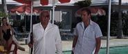 Largo retrouvant Bond dans sa villa