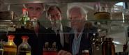 Zorin, Scarpine et Mortner dans le laboratoire