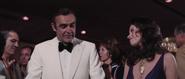 Abondance, Bond et l'argent