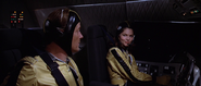 Holly et Bond dans la navette