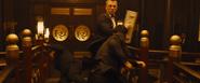 James Bond contre les gardes du corps de Séverine