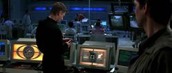 Alec examinant les affaires de Bond.png