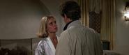 Kara confrontant Bond