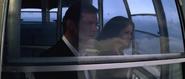 Holly et Bond dans le téléphérique