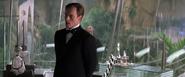 Graves ordonnant à Miranda de tuer Bond