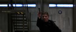 Alec abattant les soldats avec son pistolet.png