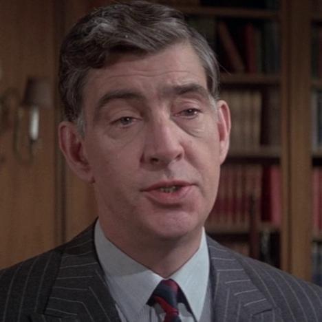 Bill Tanner (James Villiers)
