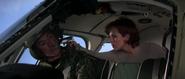 Natalya prenant le pilote en otage