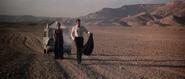 Anya et Bond à pied