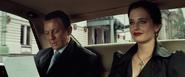 James Bond, Vesper et les identités