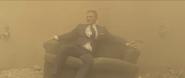 James Bond sur le canapé
