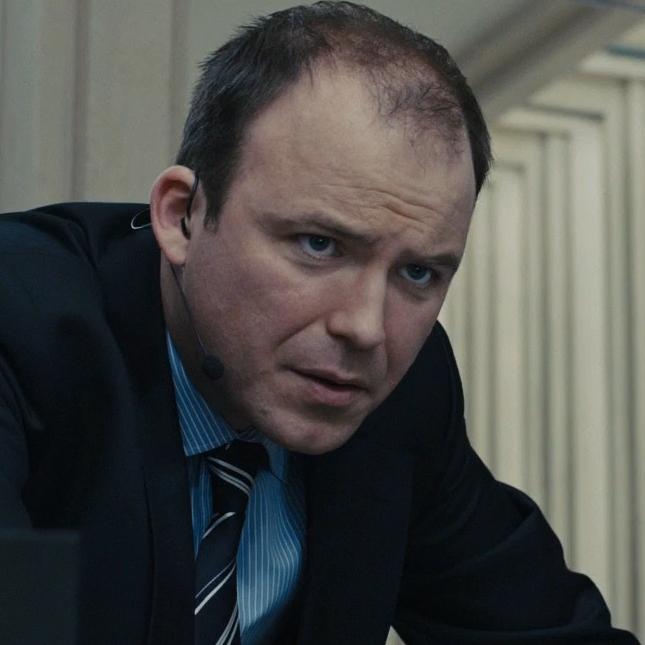 Bill Tanner (Rory Kinnear)