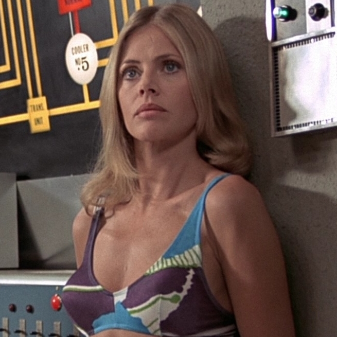 Mary Goodnight (Britt Ekland)