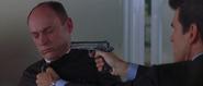 Lachaise menacé par Bond