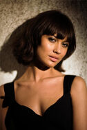 Olga-Kurylenko-Quantum-of-Solace-Production-Photos-olga-kurylenko-9668333-733-1100