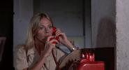 Mary au téléphone