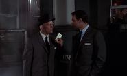 Grant prenant contact avec Bond