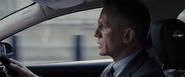 James Bond parlant à Q