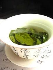 File-Tea leaves steeping in a zhong čaj 05.jpeg