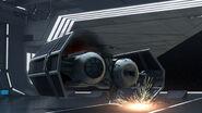 TIE-Bomber landet in Hangar
