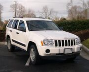 747px-2005 Jeep Grand Cherokee front.jpg