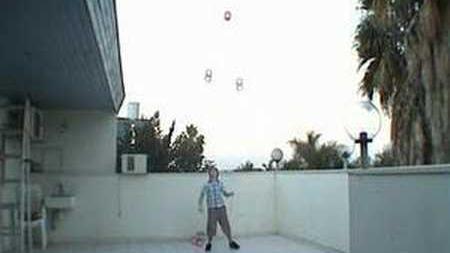 4_diabolo_tricks_-_ofek_shilton_12_years_old