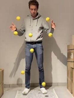 8 ball juggling.jpg