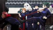 Maki stops Yuji from taking charge (Anime)