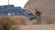 Alan devant l'hélicoptère