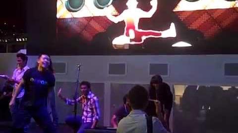 Jefferson PenPen testando Just Dance 2 na E3 2010