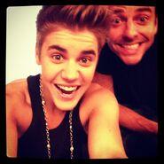 Justin Bieber and Ryan Good smiling