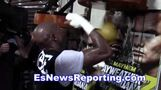 Justin Bieber Getting Love From Floyd Mayweather as Manny Pacquiao Is On Stage - esnews
