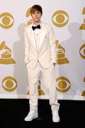 Justin Bieber Grammy awards 2011 white costume