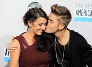 Justin Bieber AMA12 redcarpet