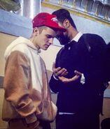 Wali Razaqi talking to Justin Bieber