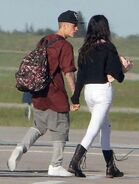 Justin holding Selena's hands in August 2014