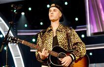 Grammy Awards 2016 Love Yourself performance