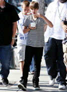 Justin Bieber and Ryan Butler eating frozen yogurt in LA