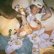 Justin Bieber with lavender crocs