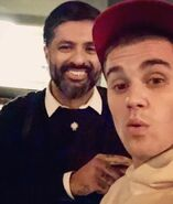 Justin Bieber taking a selfie with Wali Razaqi 2018