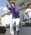 Justin singing at '09 Family Frenzy in Syracuse