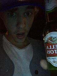 Justin Bieber drinking beer January 2015