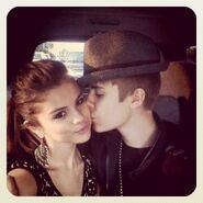 Justin Bieber kisses Selena Gomez September 2011
