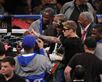 Justin Bieber takes picture with Mayweather